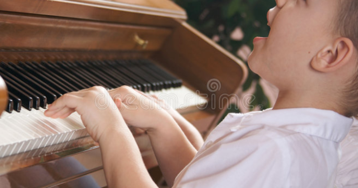 children-singing-playing-piano-7659722